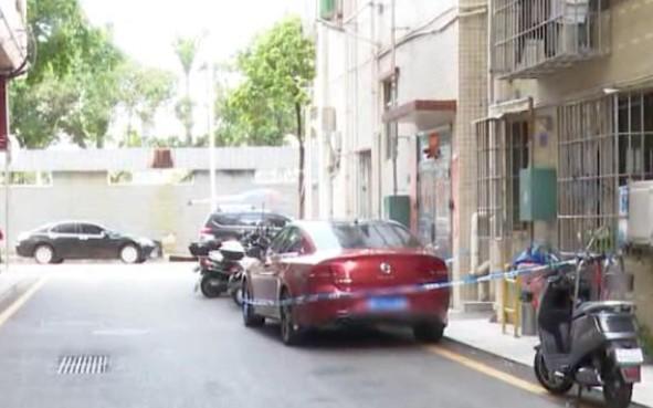 痛心!3岁女孩被父母锁车内身亡!